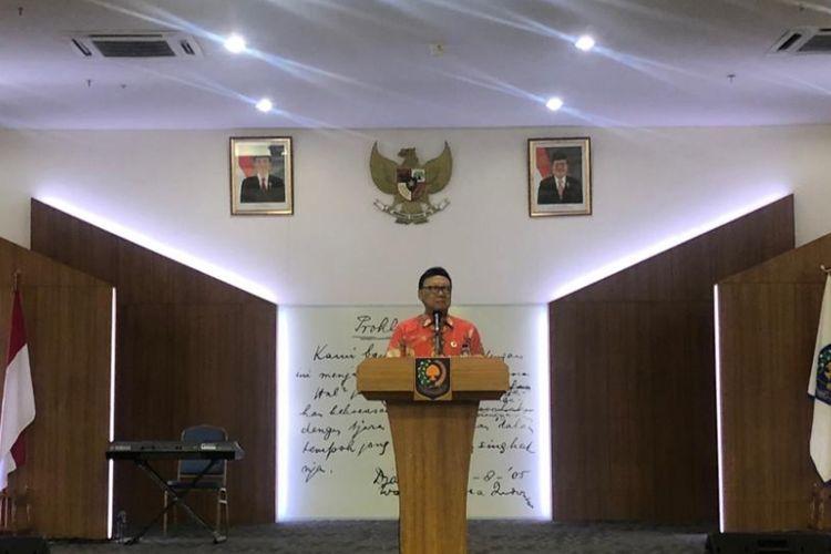 Menteri Dalam Negeri Tjahjo Kumolo saat memberi pengarahan kepada kepala daerah terpilih di Kantor BPSDM Kemendagri, Kalibata, Senin (26/11/2018).