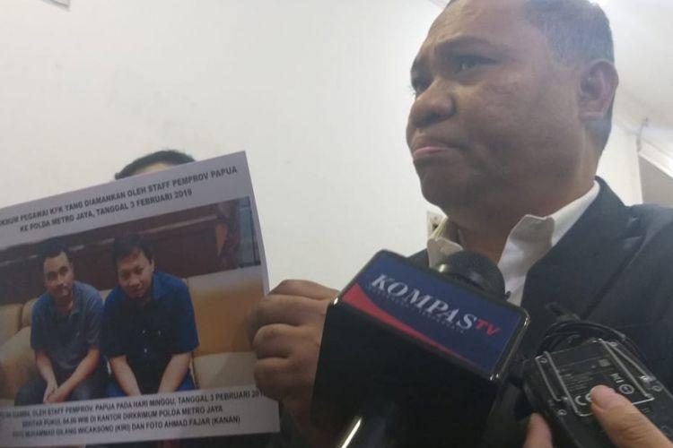Kuasa hukum pemerintah provinsi (Pemprov) Papua, Stefanus Roy Rening mendatangi Ditreskrimum Polda Metro Jaya, Senin (11/2/2019).