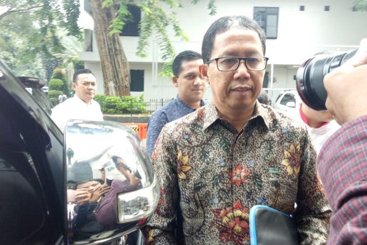 Plt Ketua Umum PSSI Joko Driyono (Jokdri)datang memenuhi panggilan tim Satgas Antimafia Bola pada Senin (18/2/2019) terkait kasus perusakan barang bukti kasus pengaturan skor.   Ia datang bersama dua orang kuasa hukumnya ke Ditreskrimum Polda Metro Jaya sekitar pukul 09.48 WIB.