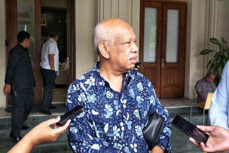 Presiden The Asian Muslim Action Network (AMAN Indonesia) Azyumardi Azra seusai rapat koordinasi di Kemenko Polhukam, Jakarta Pusat, Rabu (20/12/2017).