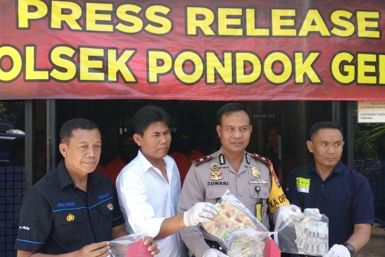 Kapolsek Pondok Gede Kompol Suwari saat rilis kepada media Kamis (29/3/2018)