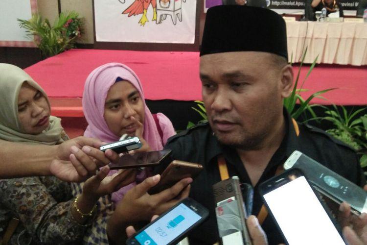 Ketua KPU Maluku Utara, Syahrani Somadaya memberikan keterangan pers kepada wartawan, Rabu (10/1/2018)