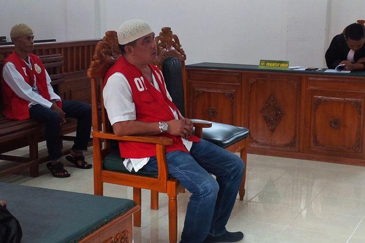 Mansyur bin Maing (42) terdakwa praktik illegal fishing di jatuhi hukuman 1 tahun 10 bulan oleh Majelis Hakim Pengadilan Nunukan dalam kasus kepemilikan kapal ikan tanpa memiliki izin. KMN. AMB III bersama 11 Anak Buah Kapal (ABK) ditangkap KRI Kerapu saat mencari ikan di perairan Laut Sulawesi atau sekitar Pulau Bunyu pada Sabtu (30/09/2017).