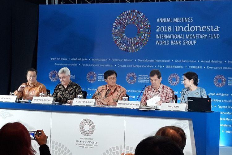 Press briefing laporan ekonomi Asia dan Pasifik oleh Dana Moneter Internasional (IMF) di Nusa Dua, Bali, Jumat (12/10/2018).