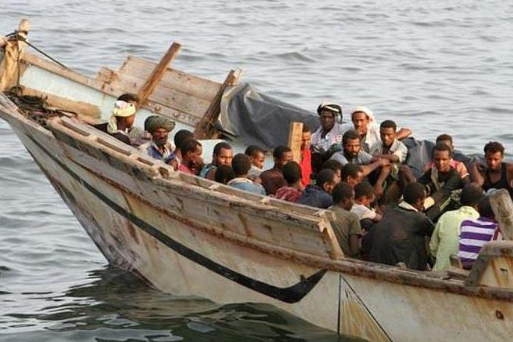 Kapal pengangkut migran Afrika terbalik di perairan Yaman, menyebabkan setidaknya 30 orang tenggelam.