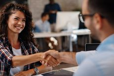 8 Cara Membuat Kesan Pertama yang Baik