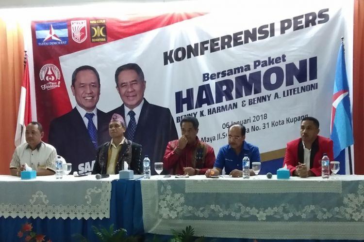 Bakal calon gubernur NTT Benny Kabur Harman dan Benny Litelnoni bersama ketua partai pendukung, saat menggelar konferensi pers di Hotel Maya, Kota Kupang, NTT, Sabtu (6/1/2017)