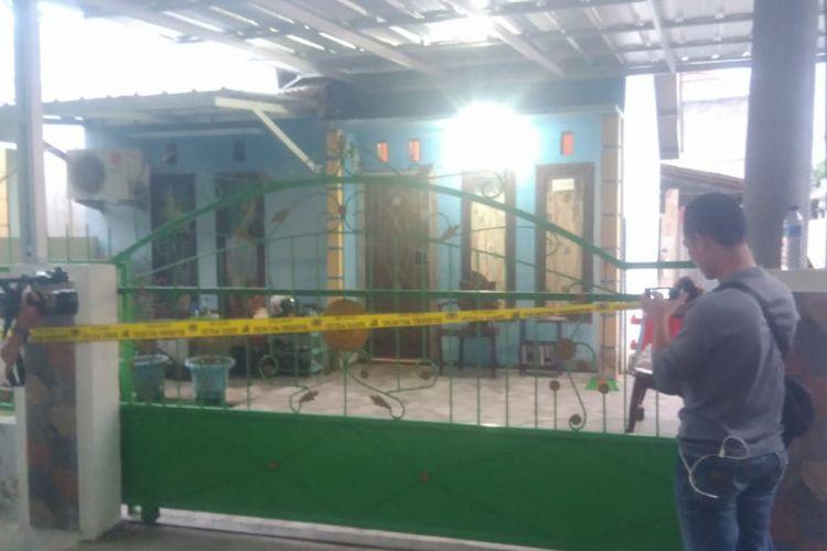 Lokasi rumah milik Deni Faisal yang ditemukan tewas bersama dua rekannya di Jalan Aroe RT 05 RW 03 Keluragan Gunung Ibul Barat, Kecamatan Prabumulih kota Prabumulih, Sumatera Selatan, Kamis (6/12/2018).