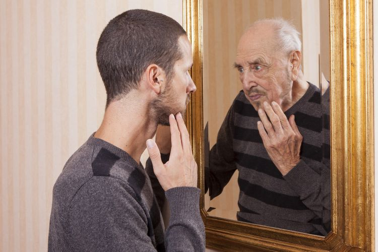Seorang pria muda yang terlihat lebih tua