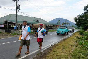 Jalan Kaki Kelilingi Danau Toba, Togu Simorangkir Didukung Warga