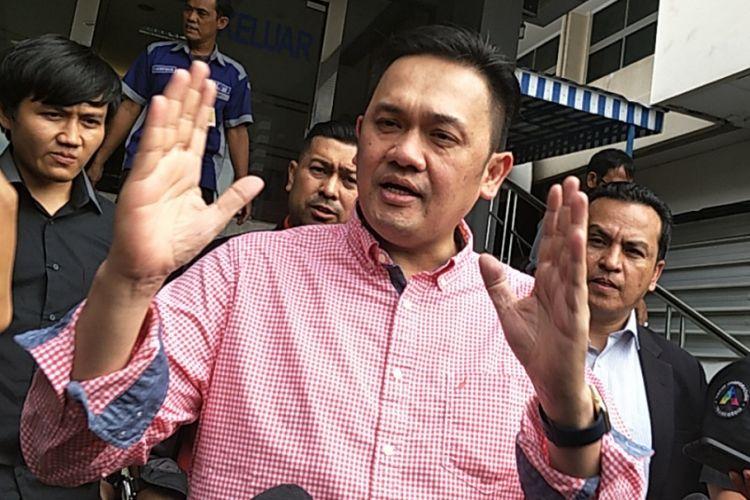 Farhat Abbas usai melaporkan Nikita Mirzani ke Polda Metro Jaya, Jakarta Selatan, Selasa (16/1/2018).