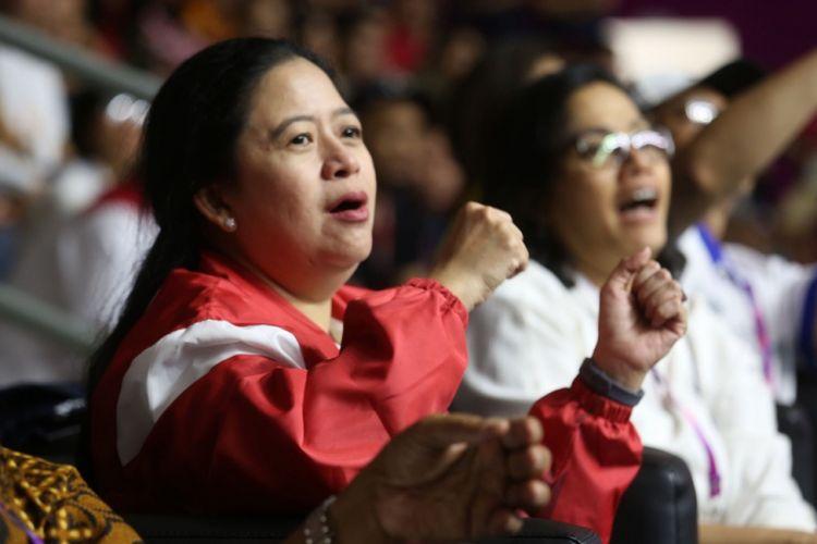 Menko PMK Puan Maharani saat menonton Timnas Basket Putera Indonesia bertanding melawan Tim Korea Selatan, di Hall Basket Komplek GBK, Senayan, Jakarta, Selasa (15/8/2018) malam.