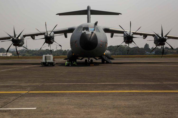 Pesawat Airbus A400M Armee de lAir French Air Force terlihat di Terminal Selatan Halim Perdana Kusuma, Jakarta, Selasa (21/8/2018). Airbus A400M adalah sebuah pesawat transpor militer bermesin empat turboprop yang berasal dari perancis.