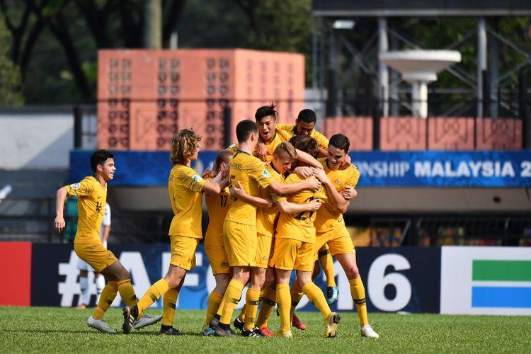 Para pemain Timnas U-16 Australia merayakan gol ke gawang Afghanistan pada pertandingan Grup D Piala Asia U-16 2018, 28 September 2018. (AFC/ADAM AIDIL)