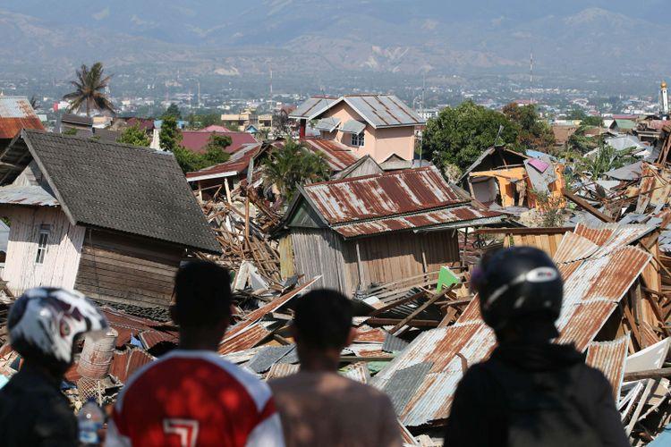 Kerusakan parah akibat gempa bumi terlihat di Perumnas Balaroa, Palu, Sulawesi Tengah, Senin (1/10/2018). Gempa bumi dan tsunami di Palu dan Donggala, Sulawesi Tengah mengakibatkan 832 orang meninggal.
