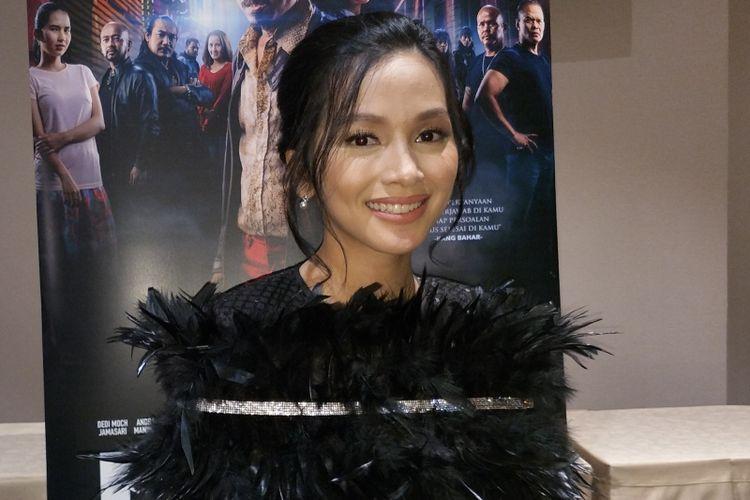 Artis peran Tya Arifin dalam gala premiere film Preman Pensiun di XXI Epicentrum, Jakarta Selatan, Kamis (10/1/2019).