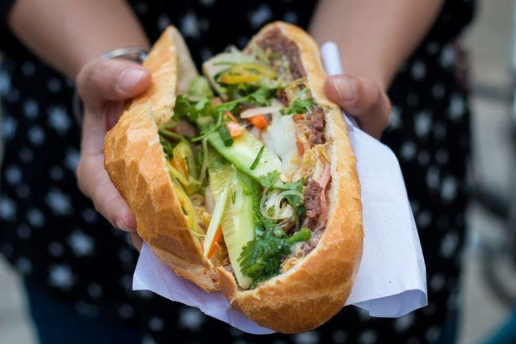 Bahn Mi, roti isi khas Vietnam.