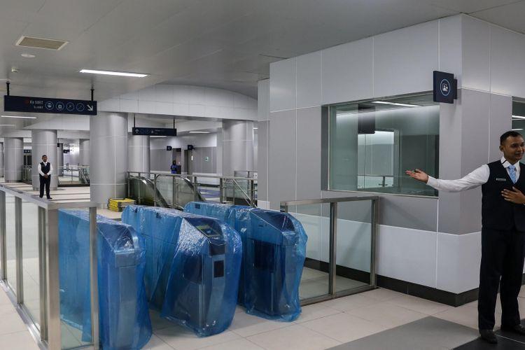 Suasana Stasiun MRT Bundaran Hotel Indonesia di Jakarta Pusat, Kamis (28/2/2019). Progres pembangunan MRT hingga saat ini sudah mencapai 99,06 persen dan rencana operasi komersial diperkirakan di antara 24-31 Maret.