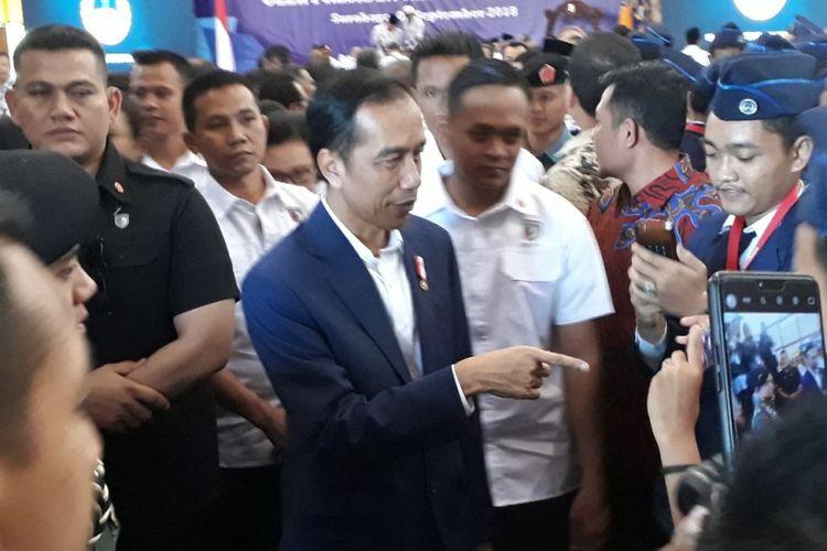 Presiden Jokowi di acara Rakernas Lembaga Pendidikan PGRI di Kampus Universitas PGRI Adi Buana Surabaya, Kamis (6/9/2018)