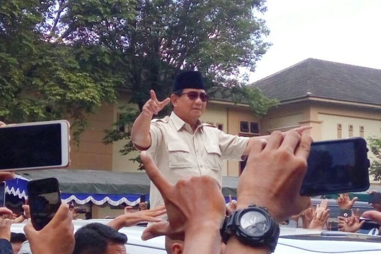 Calon Presiden nomor urut 02, Prabowo Subianto saat tiba di  Grand Pacific Hall , Jalan Magelang, Sleman, Rabu (27/2/2019).