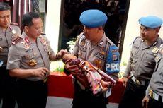Ketika Kapolri Memotong Rambut Bayi Tito Karnavian...