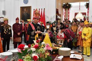 Jokowi Kembali Potong Tumpeng di Istana, Kali Ini Tanpa SBY
