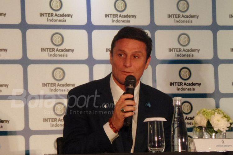Wakil Presiden Inter Milan, Javier Zanetti, berbicara soal Inter Academy Indonesia dalam konferensi pers di Fairmont Hotel, Jakarta, Rabu (14/2/2018).
