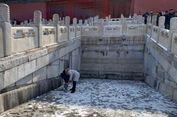 Turis di China Biarkan Anaknya Pipis di Lantai Situs 'Kota Terlarang'