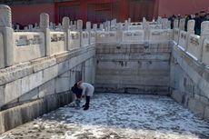 Turis di China Biarkan Anaknya Pipis di Lantai Situs