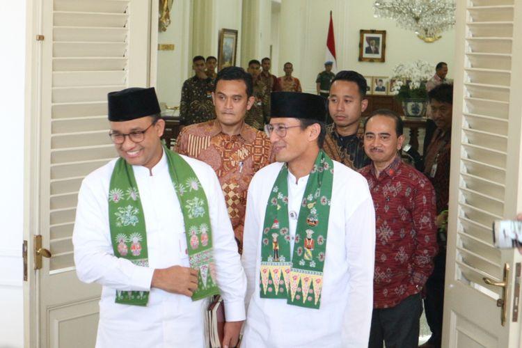 Gubernur dan Wakil Gubernur DKI Jakarta, Anies Baswedan-Sandiaga Uno usai makan siang bersama Wakil Presiden Jusuf Kalla di Istana Wakil Presiden, Jakarta, Kamis (26/10/2017).