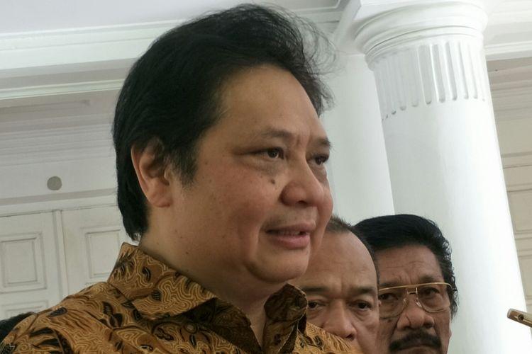 Menteri Perindustrian RI, Airlangga Hartarto ketika ditemui di rumah dinas Wakil Presiden Jusuf Kalla, Jalan Diponegoro, Jakarta Pusat, Kamis (30/11/2017).