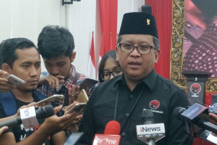 Sekjen Partai Demokrasi Indonesia Perjuangan (PDI-P) Hasto Kristiyanto saat ditemui di kantor DPP PDIP, Menteng, Jakarta Pusat, Rabu (18/4/2018).