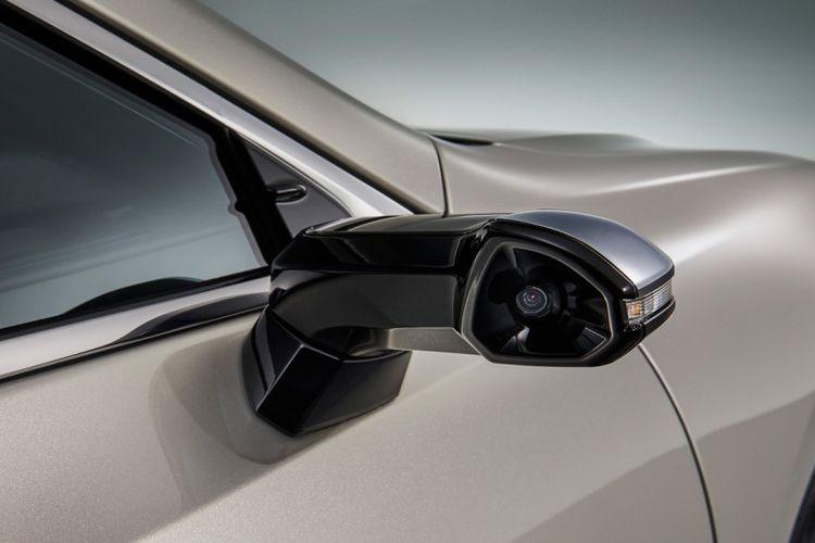 Lexus hadirkan teknologi  Digital Side-VIew Monitor (DSVM) untuk menggantikan kaca spion konvensional pada sedan ES terbaru