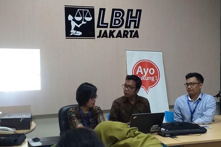 LBH Jakarta memaparkan dugaan pelanggaran aplikasi pinjamna online di kantor LBH, Jakarta, Minggu (9/12/2018).