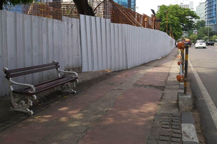Kondisi salah satu trotoar di Sudirman