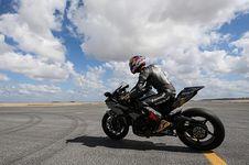 Adu Cepat, Kawasaki H2R Kalahkan Mobil Balap F1 dan Jet F-16
