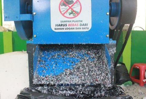 Di Kulon Progo, Plastik Kresek Diubah Jadi Bahan Pembuatan Aspal