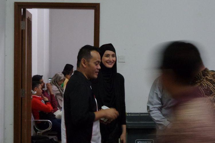 Fahmi Darmawansyah dan Inneke Koesherawati di Pengadilan Tipikor Jakarta, Senin (13/3/2017).