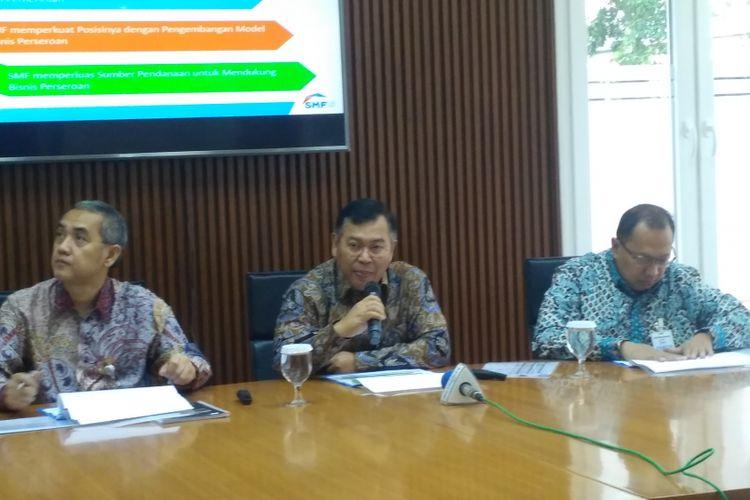 Direksi PT Sarana Multigriya Finansial (Persero) mrmaparkan kinerja semester I tahun 2018 di Graha SMF, Jakarta, Jumat (13/7/2018).