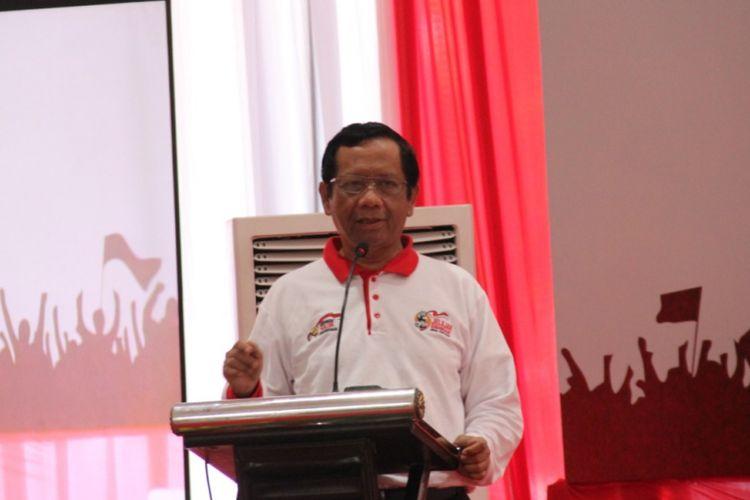 Ketua Suluh Kebangsaan, Mahfud MD, saat memberi sambutan di acara Dialog Kebangsaan, kerja sama antara PT KAI dan Gerakan Suluh Kebangsaan, di Stasiun Gubeng, Surabaya, Kamis (21/2/2019).