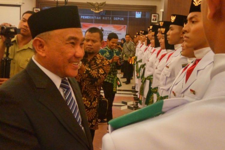 Wali Kota Depok Idris Abdul Somad saat acara pengukuhan Paskibra 2017 Kota Depok  di Balai Kota Depok, Selasa (15/8/2017).