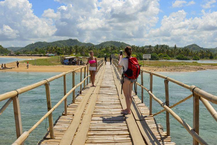 Kawasan Ekonomi Khusus (KEK) Mandalika mulai menancapkan diri sebagai salah satu destinasi wisata yang wajib dikunjungi pelancong saat bertandang ke Pulau Lombok, di Nusa Tenggara Barat.