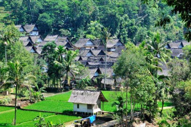 Kampung Naga di Desa Neglasari, Kecamatan Salawu, Kabupaten Tasikmalaya, Provinsi Jawa Barat.