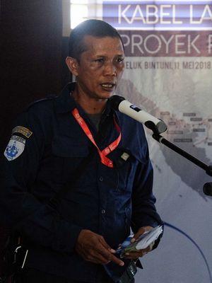 GM Project Implementation PTT, Benyamin Sembiring saat membuka penggelaran kabel laut perdana Palapa Ring Timur, Jumat (11/5/2018)