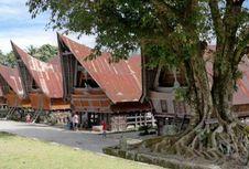 'Pariban: Idola dari Tanah Jawa' Mengajak Wisatawan ke Danau Toba