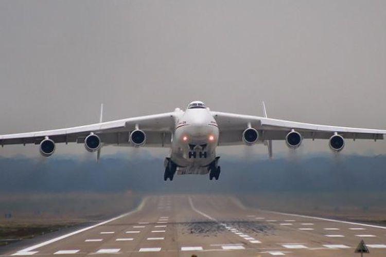 Antonov A-225 lepas landas dari Perth, Australia, Selasa (17/5/2016) pagi.
