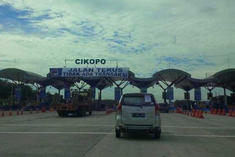 Gerbang Tol Cikopo. Gambar diambil pada Kamis, (16/6/2016).