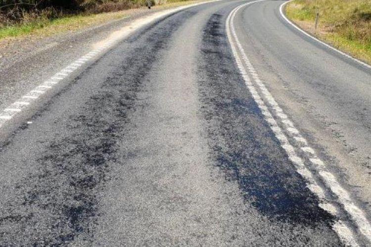 Jalan aspal di Australia meleleh akibat cuaca panas. (News.com.au)