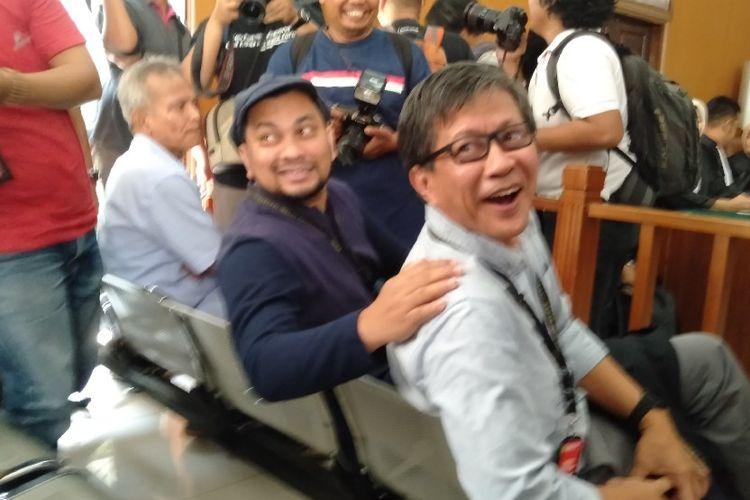 Tompi dan Rocky Gerung di Ruang Sidang PN Jakarta Selatan Untu Bersaksi di Sidang Ratna Sarumpaet, Selasa (23/4/2019)