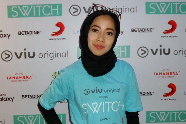 Artis peran Karina Salim saat diabadikan di Scientia Square Park, Tangerang, Banten, Senin (17/7/2017)